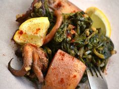 Cuttlefish with Spinach and Rice Greek Recipes, Fish Recipes, Seafood Recipes, Cookbook Recipes, Cooking Recipes, Healthy Recipes, Cypriot Food, Greek Dinners, Greek Cooking