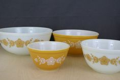 Set of 4 Pyrex Butterfly Gold Nesting Mixing bowls