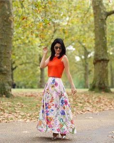 E com essa imagem damos boas-vindas a primavera!🌸🌺🌸 #Repost @futilish with @repostapp ・・・ Princesismo na terra da Rainha! 👸🏻 look @maracujaoficial, marca que estou amando usar porque tudo fica perfeito! Curti esse comprimento da saia, nem longa, nem midi! 📸 @viegasjoao  #maracujaoficial #dress #ss17 #bymaracuja