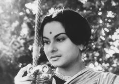 Charulata - 1964 - Satyajit Ray http://7artcinema.online.fr/en_7artcinema_cinema_7art_movie_film_satyajit_ray_1964_charulata.html 7 Art Cinema | https://www.facebook.com/7artcinema | http://7artcinema.online.fr