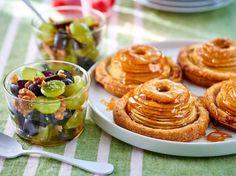Tartelettes aux pommes fondantes et salade aux deux raisins - Recettes