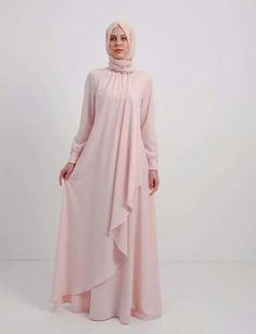 The Stylish and Elegent Abaya In Baby Pink Colour Looks Stunnings and Gorgeous With Trendy and Fashionable French Crepe Fabric. This is a completley customisable product after placing the order our de. Abaya Fashion, Modest Fashion, Girl Fashion, Fashion Dresses, Mode Abaya, Mode Hijab, Moslem Fashion, Abaya Designs, Outfit Look