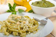 Ζυμαρικά linguine με πέστο βασιλικού Spaghetti Bolognese, Spaghetti Al Pesto, Linguine, Delish, Dinner, Ethnic Recipes, Food, Avocado, Pasta