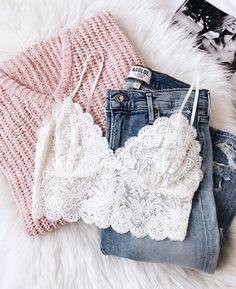 Let the Romantic Touch Cream Lace Bralette add a sexy little something under your favorite tops and tees! Elegant lace bralette with wide bottom band. Fashion Mode, Look Fashion, Fashion Trends, Fashion Clothes, Fashion Ideas, Fashion Spring, Latest Fashion, Party Fashion, Fashion Inspiration