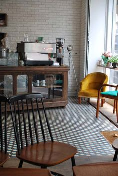 #Merce_and_the_Muse is the new address in Paris. It's cute and has a good coffee. #bar #cafe