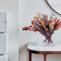 Shida Preserved Flowers enhance the styling of any space with carefully selected and arranged real, preserved flowers. Flat Interior, Apartment Interior, Apartment Goals, Real Flowers, Pretty Flowers, Floral Style, Floral Design, Preserved Flowers, How To Preserve Flowers