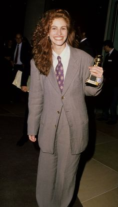 Pin for Later: Julia Roberts's Most Memorable Red Carpet Moments 1990 Golden…