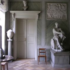 Schloss Tegel redesigned by architect Karl Friedrich Schinkel in the classical style. Neoclassical Interior, Antique Interior, Best Interior Design, Interior And Exterior, Interior Decorating, Michelangelo, La Malmaison, Classical Architecture, Apartment Interior