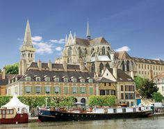 PHOTO OF THE WEEK: Hotel barge L'Art de Vivre moored in Auxerre.   For more information see: http://www.gobarging.com/l-art-de-vivre-barge