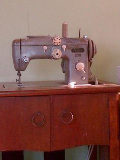 Pfaff 11 or 12 handcrank. Vibrating shuttle. | Sewing machine pr0n ...