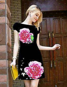 Đầm suông in 3D hoa cẩm chướng-MD1532 - Màu sắc:  nền đen in hoa  - Chất liệu: Thun Pháp ánh kim in hoa 3D - Kích thước: S, M, L, XL