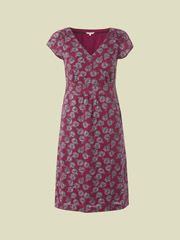 This lovely fully lined dress is truly a style staple. It has a unique 'Penny Farthing' bicycle print all over with an elasticated panel at the waist for a flattering fit and pleating running down the back. Smart Casual, Casual Looks, Winter Dresses, Summer Dresses, Women's Dresses, Bicycle Print, Knit Dress, Short Sleeve Dresses, White Stuff