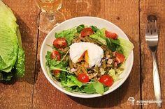 Šaláty v zime? Prečo nie, ale lepšie padnú tie teplé. Alebo aspoň s teplými ingredienciami. Napríklad také stratené vajce vyzerá super, ak to viete. Mne sa podarilo hneď na šiestykrát. :Dláska ide cez žalúdok, vaše obľúbené recepty Cobb Salad, Ethnic Recipes, Food, Meals, Yemek, Eten