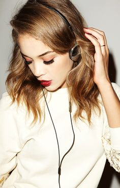 To Dabble with Dalliance: A feminine touch to headphones