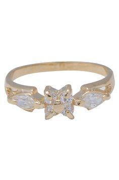 Uma bijuteria vintage, com acabamento banhado a ouro. Este anel é ótimo para usar em festas e eventos sofisticados. Combine com pulseiras e colares delicados de nossa loja online ou de sua coleção. Disponível do tamanho 13 ao 21. Peso: 1,8 gramas.