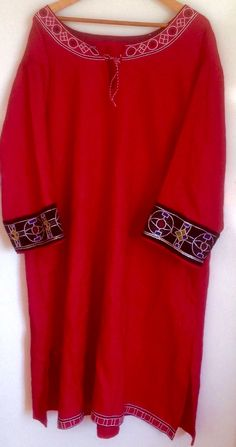 eb4126490011 Medieval Norman 12th century Lords summer Court tunic in linen with wool  embroidered cuffs. Original