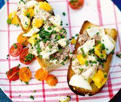 Recept: Äggsallad med tonfisk på rostat bröd