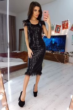 Elegant Sequined Feather Sleeveless Little Black Dress – ModeShe.com #dresses #blackdress Dresses To Wear To A Wedding, Midi Dresses Online, Sexy Curves, Club Dresses, Sequin Dress, Knit Dress, Fitness Fashion, Fashion News, Party Dress