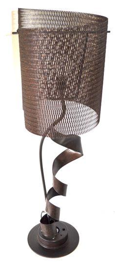 Nova criação do artista, luminária de mesa feita com sucatas do garimpo.Mais infos em breve no nosso novo site!