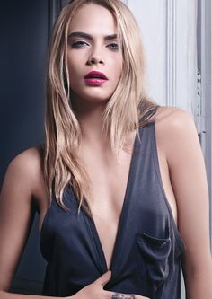 Cara Delevingne indossa la nuova Volupté Tint-In-Oil di Yves Saint Laurent's