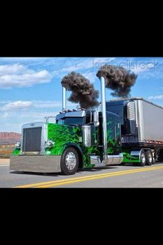 Peterbilt custom 379 with matchin reefer blowin coal