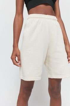Shop Urban Renewal Recycled Fleece Bermuda Short at Urban Outfitters today. Short Outfits, Short Dresses, Bermuda Shorts Outfit, Boyish Style, Tailored Shorts, Urban Renewal, Athletic Fashion, Urban Outfitters, Fitness Models
