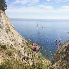 Die uitzichten overal op het eiland...  @govisitdenmark #VisitDenmark #Denemarken #marleenopreis #moensklint by bijzonderplekje