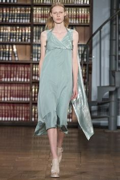 See the complete Sies Marjan Spring 2017 Ready-to-Wear collection.