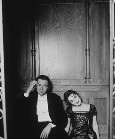 """Leonardo DiCaprio and Kate Winslet relaxing on the set of """"Titanic"""""""