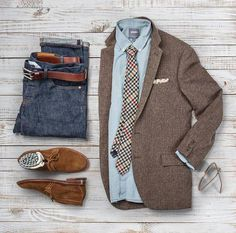 Seventh day of Christmas inspiration ends with a texture blast of suede tweed denim and chambray. Selvedge Denim: Belt: Brown CXL Blazer Tie: Chambray Shirt: Pocket Square: Suede Chukkas: Alden Socks: Shades: by matthewgraber Casual Blazer, Casual Wear, Casual Outfits, Mode Outfits, Fashion Outfits, Fashion Trends, Moda Formal, Style Masculin, Moda Casual