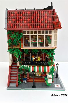 Italian Restaurant by olimpio. Lego Display, Lego Modular, Lego Design, Legos, Lego Beach, Casa Lego, Lego Sculptures, Lego Construction, Lego Room