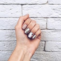 Shared by Kamelfo. Find images and videos about nails, manicure and beauty on We Heart It - the app to get lost in wh… Hot Nails, Nude Nails, Manicure And Pedicure, Hair And Nails, Acrylic Nails, Classy Nail Designs, Cool Nail Designs, Nagellack Trends, Classy Nails