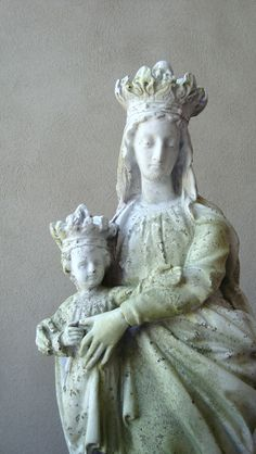 Mary Queen of Heaven Statue <3  At this point wouldn't the Savior be an adult?