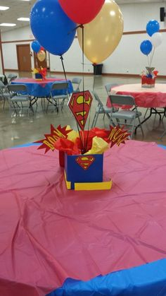 Superman table n centerpiece Superman Birthday Party, Avengers Birthday, Batman Party, Superhero Party, 3rd Birthday Parties, Boy Birthday, Superman Baby Shower, Superhero Baby Shower, Avenger Party
