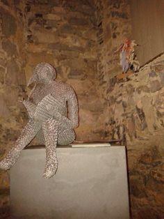 Sculture di Achille Pardini realizzate con rete metallica in mostra a Castè . Per visite contattare Castestyle@gmail.com