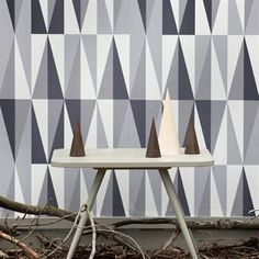 The fabulous wallpaper Spear from Ferm Living has a stylish and graphic pattern.