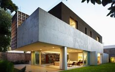 Brazilian simplicity and elegance: Sumarè House by Isay Weinfeld.