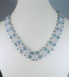 Collar perla y azul hielo