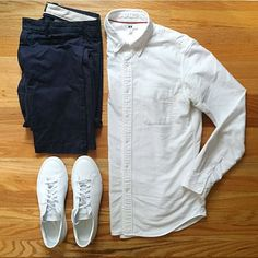 || Oxford: @uniqlousa || Chinos: @jcrewmensLeather || sneakers: @commonprojects