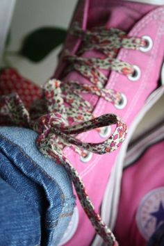 DIY shoelaces with homemade bias tape Liberty Of London Fabric, Liberty Fabric, Liberty Print, Pink Converse, Converse Style, Pink Sneakers, Bias Tape, Everything Pink, Textiles
