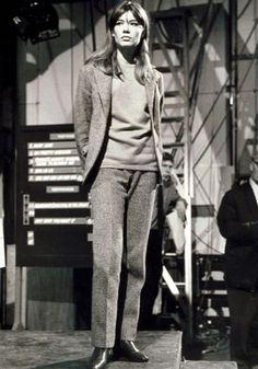 Françoise Hardy. Com seu estilo boho super descolado, maquiagem natural e franja, Françoise já tinha um apelo hipster na moda anos 60.