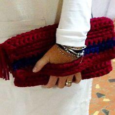 Uma linda bolsa de mão é um belo presente! Disponível no saguão da Prefeitura de Serra Negra ou por direct. 😉