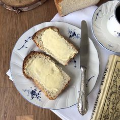 Münsterländer Stuten mit Schmalz und Buttermilch Croissants, Sweet And Salty, Aesthetic Food, Simple Pleasures, Food Photo, I Foods, Aesthetic Pictures, All You Need Is, Camembert Cheese