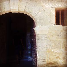 Porte d entrée de la maison. Le petit Roulet en Provence