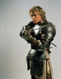Not 'exactly' fencing, but I think this is a good pose for a prop portrait with an epee. A KNIGHT'S TALE, , Heath Ledger, 2001 Heath Ledger, Carlos Martinez, A Knight's Tale, Knight In Shining Armor, Knight Armor, Movie Characters, Film Movie, Actors & Actresses, Beautiful Men