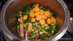 Ciorbă de dovlecei cu iaurt, usturoi și afumătură   Savori Urbane Bacon, Fruit, Vegetables, Food, Essen, Vegetable Recipes, Meals, Yemek, Pork Belly
