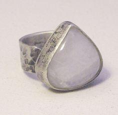 anillo plata envejecida y piedra luna