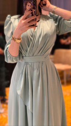 Image uploaded by ᖴᗩTIᗰᗩ on We Heart It İslami Erkek Modası 2020 - Tesettür Modelleri ve Modası 2019 ve 2020 Hijab Evening Dress, Hijab Dress Party, Hijab Style Dress, Evening Dresses, Modest Fashion Hijab, Abaya Fashion, Muslim Fashion, Fashion Dresses, Simple Dresses