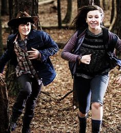 """For the split second they were kids. The Walking Dead """"Try"""" Carl Grimes and Enid Walking Dead Tv Series, Walking Dead Memes, Walking Dead Season, Fear The Walking Dead, Carl Grimes, Carl E Enid, Glenn Y Maggie, Riggs Chandler, Katelyn Nacon"""