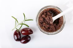 Tapenade d'olives (crue et vegan) - Veg an'bio Raw Vegan Desserts, Vegan Appetizers, Easy Delicious Recipes, Delicious Vegan Recipes, Vegan Snacks, Yummy Snacks, Raw Food Recipes, Tapenade, Mushroom Side Dishes